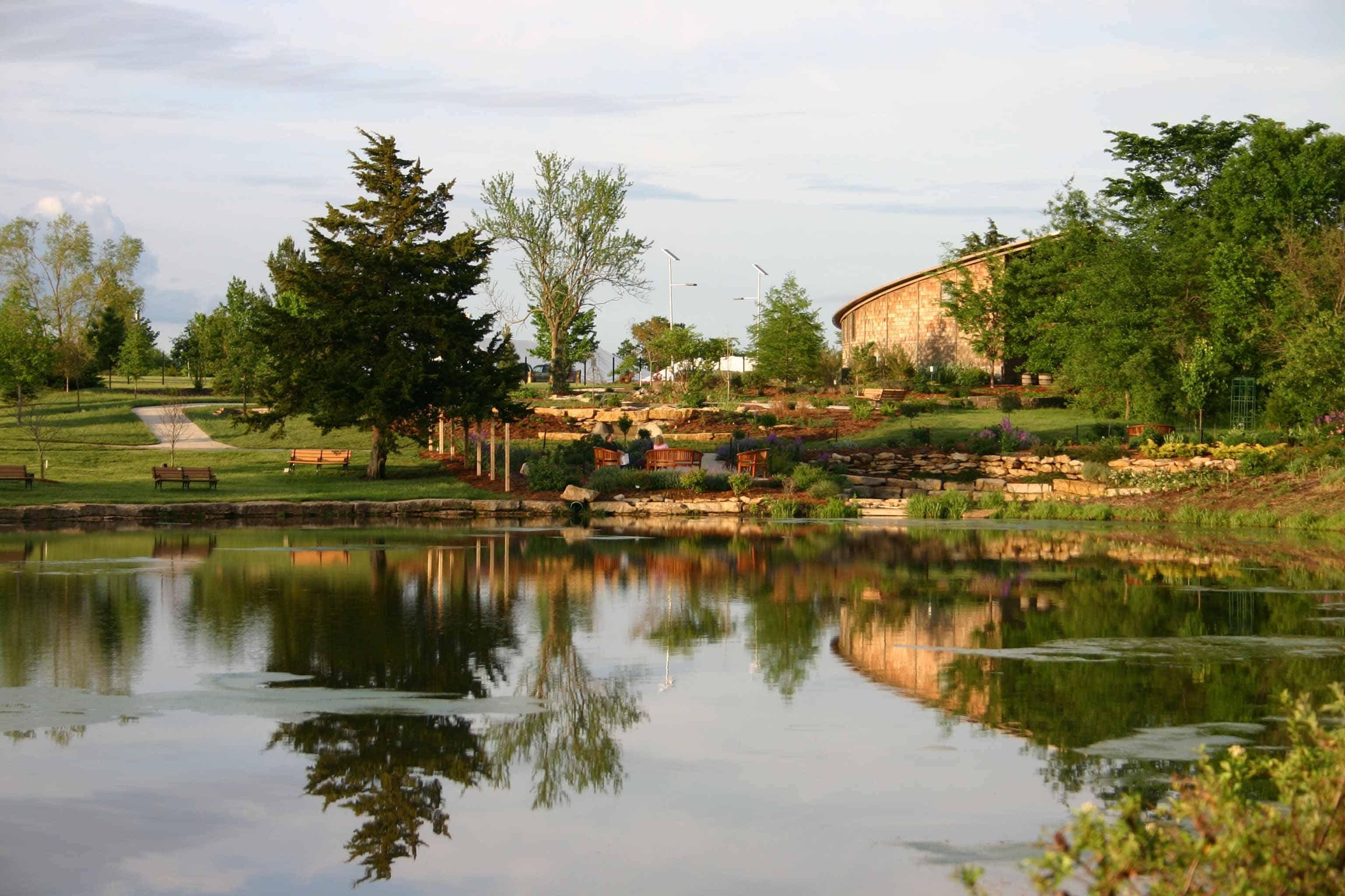 overland-park-arboretum-botanical-gardens - Savvy Bridal